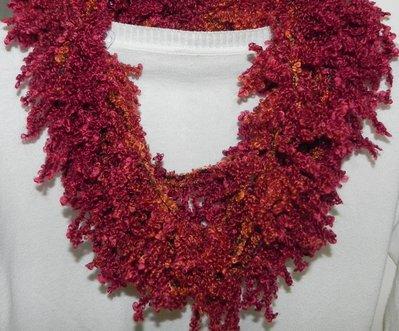 Sciarpa collana fatta a mano ad uncinetto color corallo