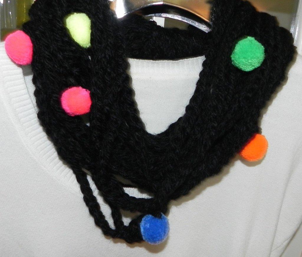 Sciarpa collana fatta a mano ad uncinetto