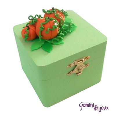 """Bauletto in legno verde decorato in fimo """"Zucche"""""""