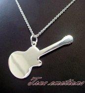 Collana con ciondolo a forma di chitarra in argento925