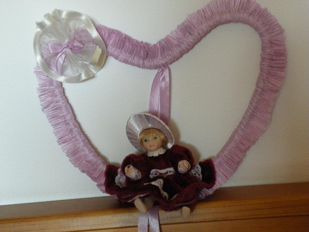 cuore nascita  rosa con bambola di porcellana