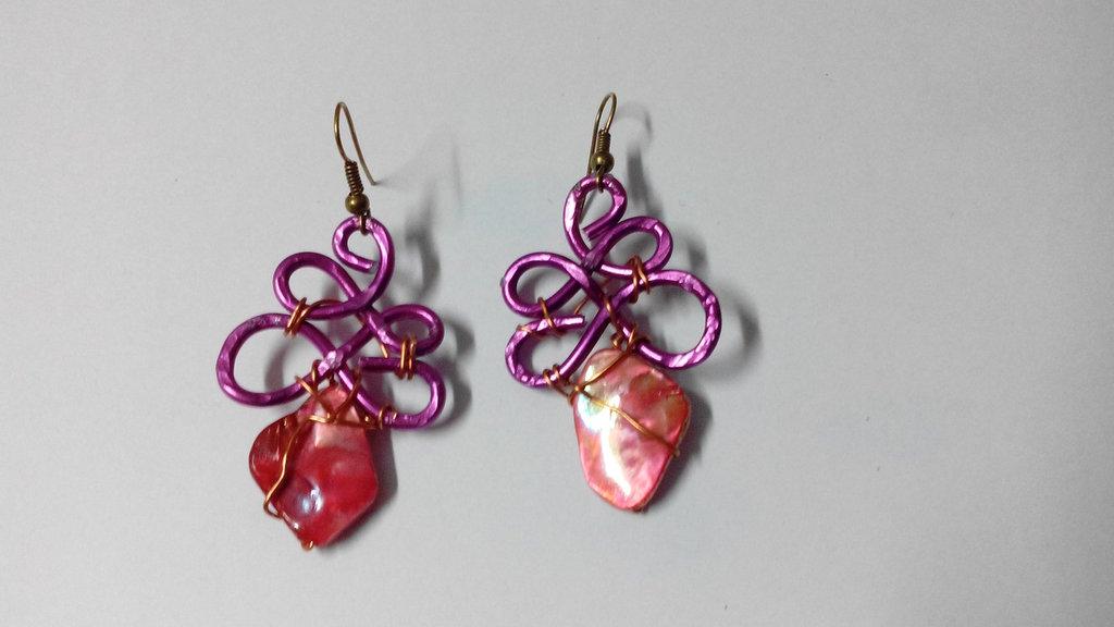 orecchini wire - fucsia madreperla colorata