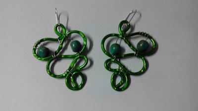 orecchini in filo di alluminio - verde a serpentina