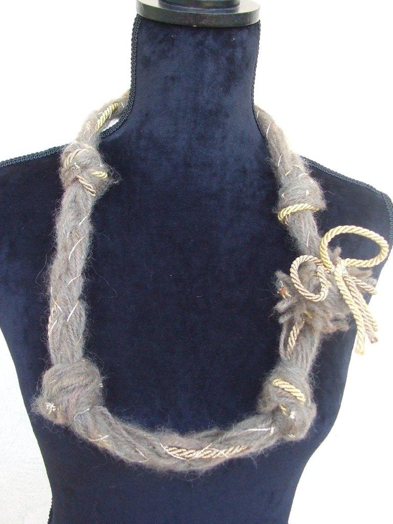 collana  uncinetto corda oro lana