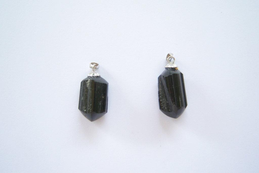 Ciondolo in argento 925 e tormalina nera grezza lucida
