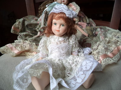 "Bambola in ceramica ""La dama bianca"""