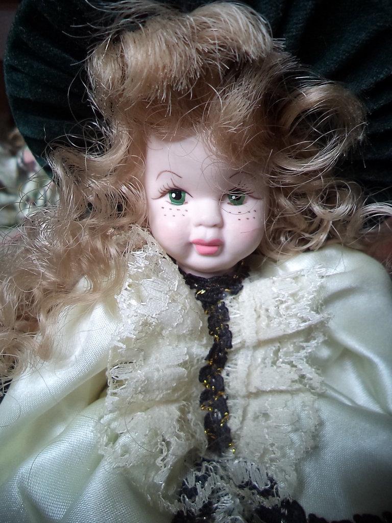 """bambola in ceramica """"Damina verde"""""""