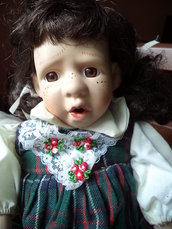 """Bambola in porcellana """"Bimba con codini"""""""