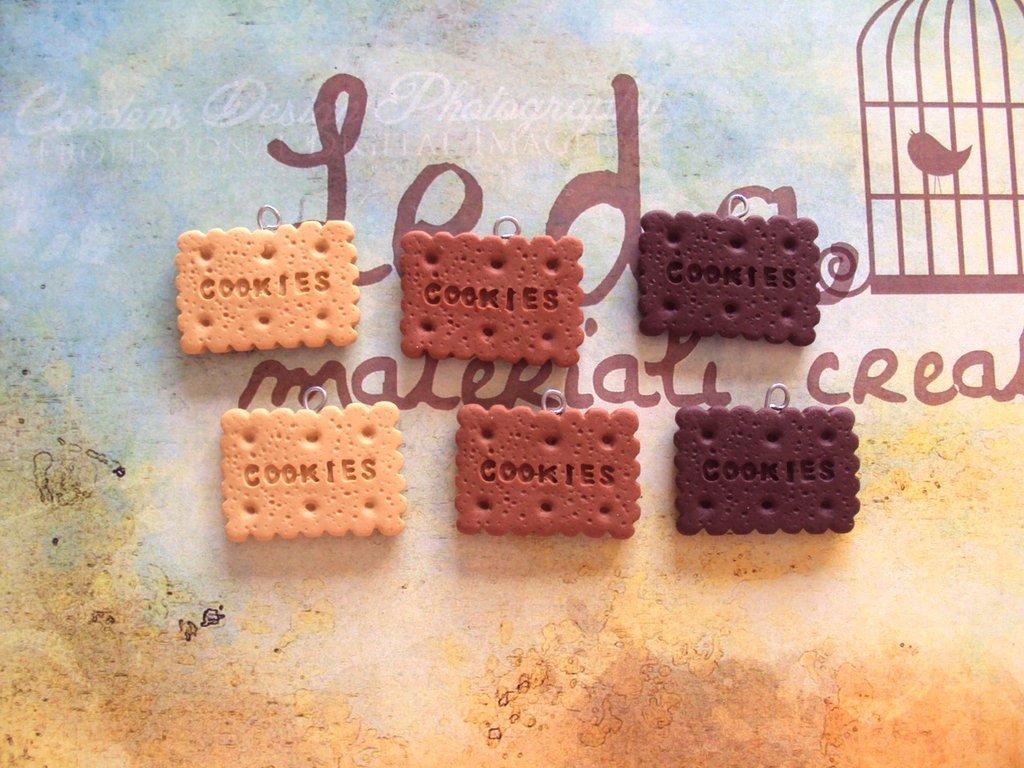 Lotto 6 ciondoli in fimo, a tema biscotti
