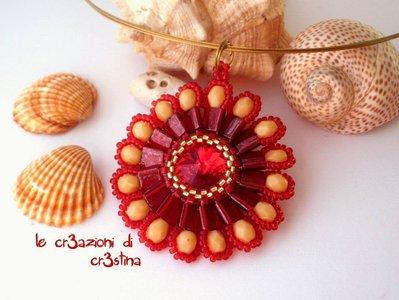 Ciondolo Fianna con Swarovski ruby tila beads mezzi cristalli crema perline rosse e oro