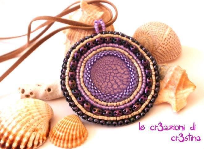 Medaglione etnico con perline lilla viola e marroni