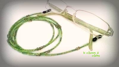 Collanina per occhiali verde con perline e cristalli