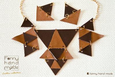 Parure – collana in pelle marrone in due tonalità dalle forme geometriche con orecchini abbinati.