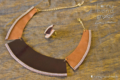 Collana e anello in pelle in  due tonalità di marrone.