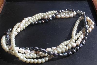 Collana di perle di acqua dolce e vetro