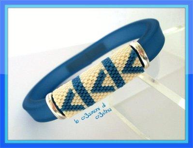 Bracciale da uomo con regaliz in plastica azzurro e motivo geometrico