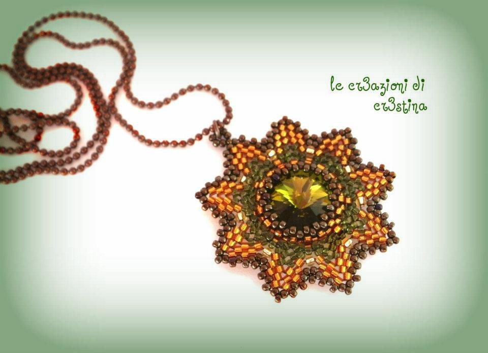 Ciondolo star rivoli con Swarovski e perline verde militare e bronzo