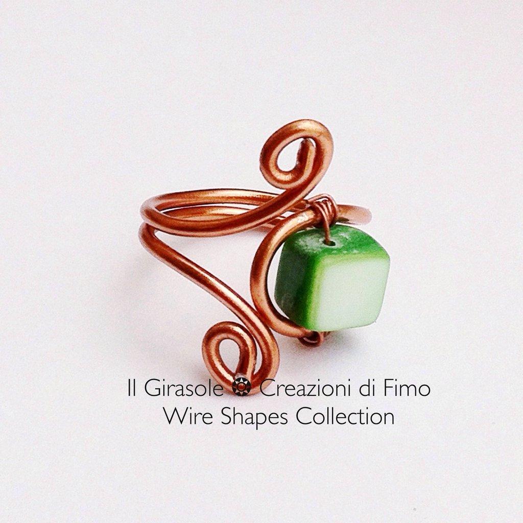 Anello in Wire Ramato e Vera Madreperla Verde - Wire Shapes Collection