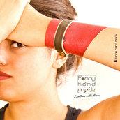 Bracciale - polsino UNISEX in pelle chiuso da stringa a contrasto.