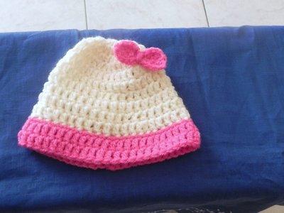 Cappellino neonato-bimba  fatto a mano con fiocco
