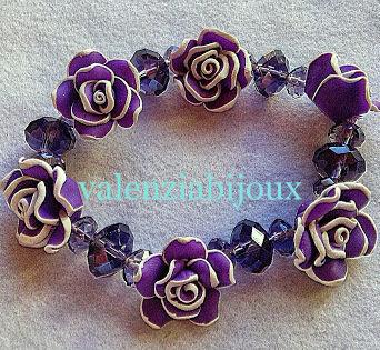 bracciale perle . rose in fimo viola