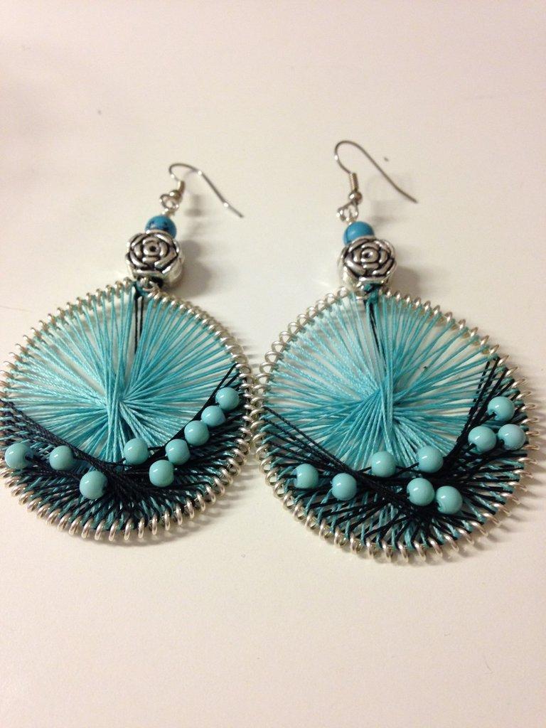 """Orecchini pendenti """"peruviani"""" con perline turchesi"""