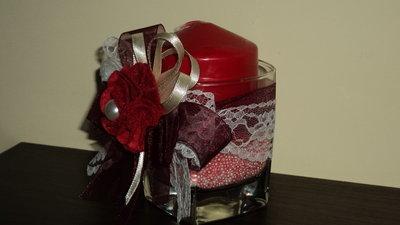 bomboniera segnaposto fai da te artigianali bicchiere e candela rosso su sabbia profumata