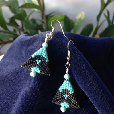 Orecchini pendenti triangolo peyote