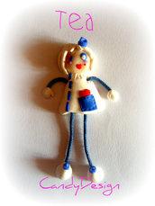 Spilla Ciringhita Tea doll in fimo e cernit