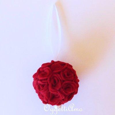 Palla di fiori di feltro rossa: una decorazione romantica ed elegante per il vostro Natale!