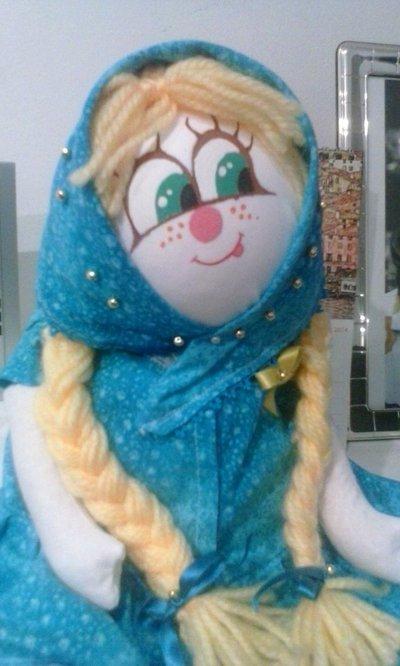 Bambola interamente costruita e dipinta a mano