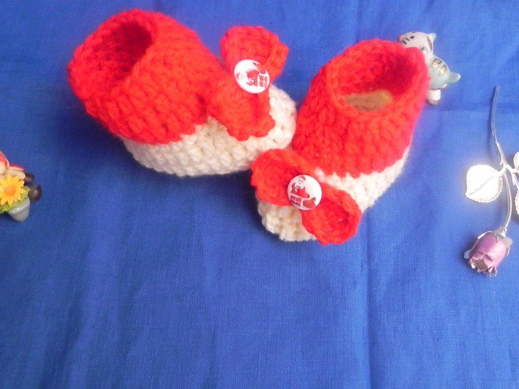 Scarpette-stivaletti neonato realizzati ad uncinetto