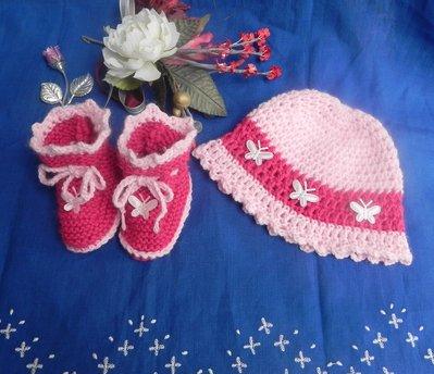 Scarpine e cappellino fatti a mano