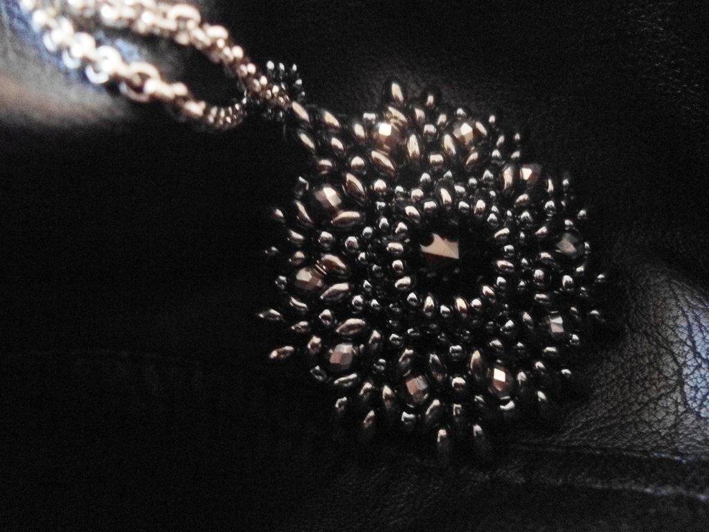ciondolo medaglione perline