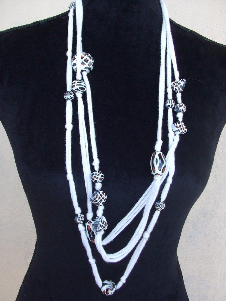collana fili perle uncinetto