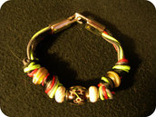 Bracciali colorati con nodi e perle di vetro