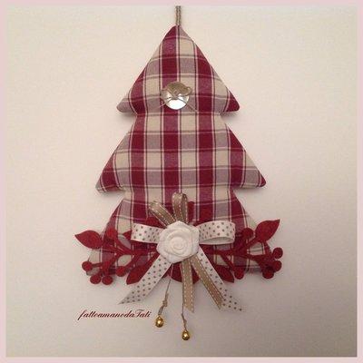 Albero decorato in cotone a quadri bordò con bottone madreperla