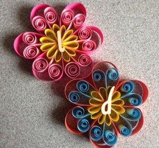 Segnaposto decorazione fiore realizzata con tecnica for Fiori di cartoncino