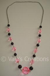 Collana con perle nere e rosa