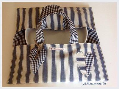 Porta torte in cotone a righe e quadrettini blu con cuore