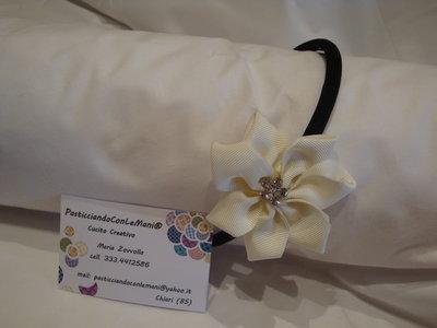 Cerchietto nero con fiore bianco kanzashi