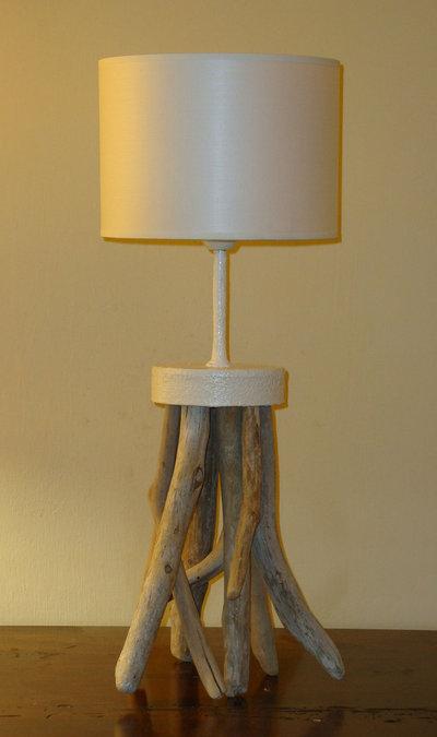 Luce da tavolo CALAMAR con legni di mare fatta a mano