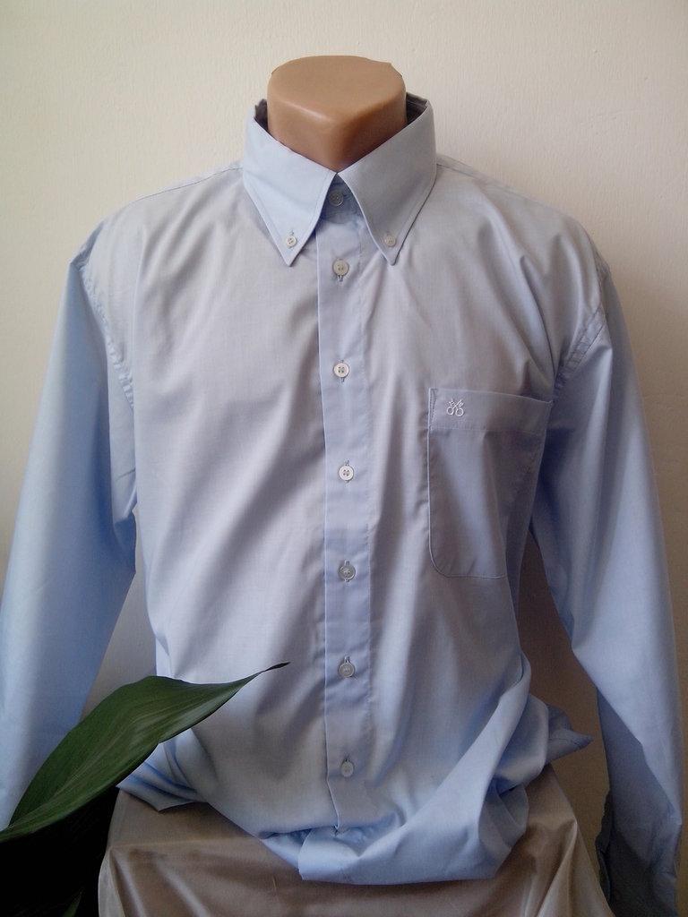 Camicia blu Mens, elegante e raffinato, realizzato in 100% cotone.
