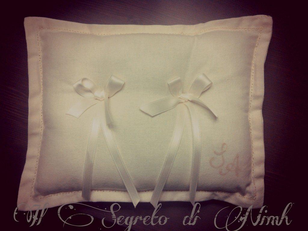 Cuscino portafedi LINO con iniziali degli sposi dipinte a mano