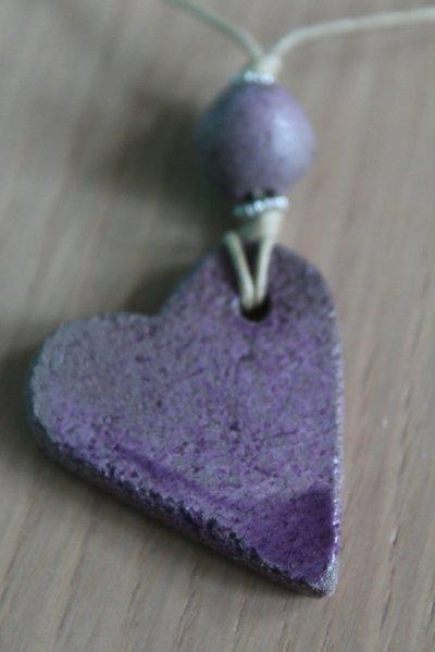 """ciondolo """"cuore"""" in ceramica raku viola"""