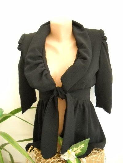Signore giacca elegante tessuto nero. Il modello è disponibile nelle taglie