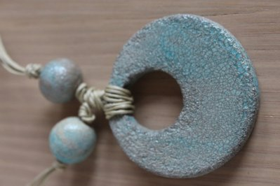 ciondolo tondo in ceramica raku turchese