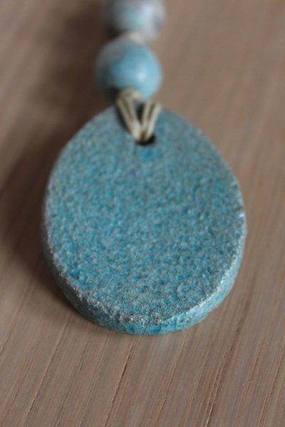 ciondolo ovale in ceramica raku turchese