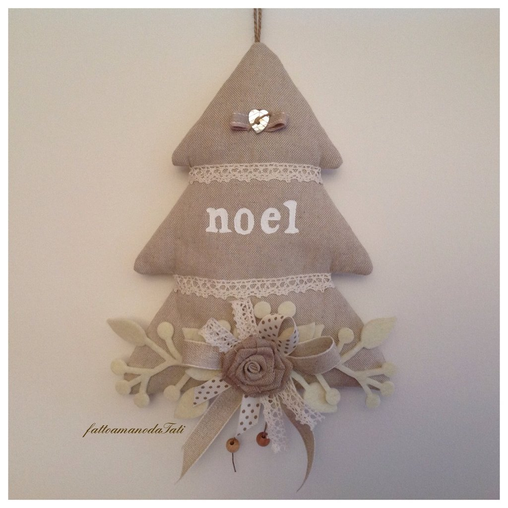 Albero noel decorato tinte naturale con cuore in madreperla avorio