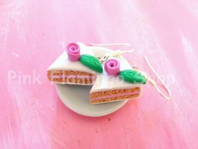 Romantici orecchini con rosellina fatti a mano in pasta polimerica (Fimo)